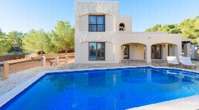 Rustic styled House with a fabulous location in Cala Bassa