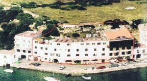 Front line hotel situated on Mahon harbour in Menorca