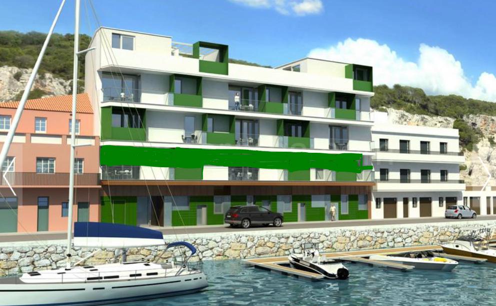 Hotel for sale in Menorca frontline in the harbor