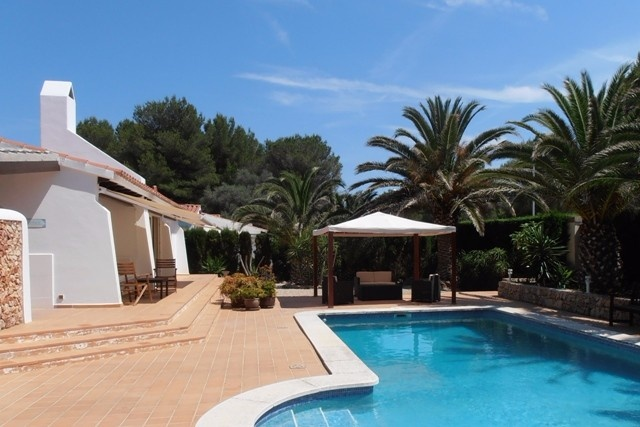 Bungalow in a prime location in Menorca for sale