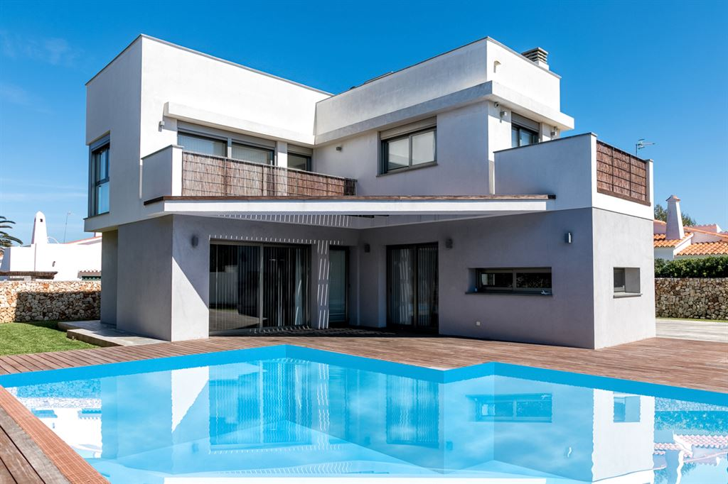 Completely Equipped villa with private pool in Menorca for sale