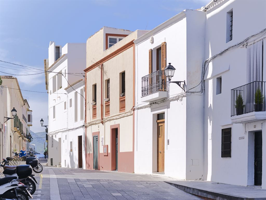 House in the old town with beautiful views of the harbour of Ibiza