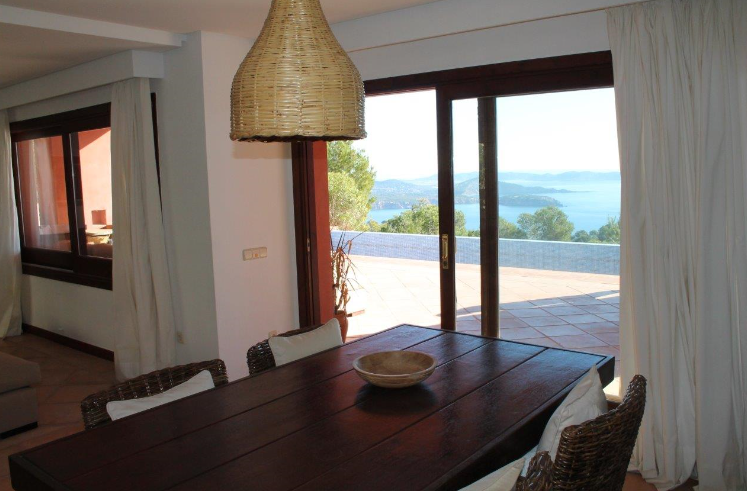 Lovely villa located between Es Cubells and Cal D'Hort