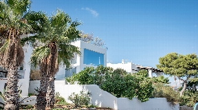 Detached house or chalet for sale with fantastic sea views