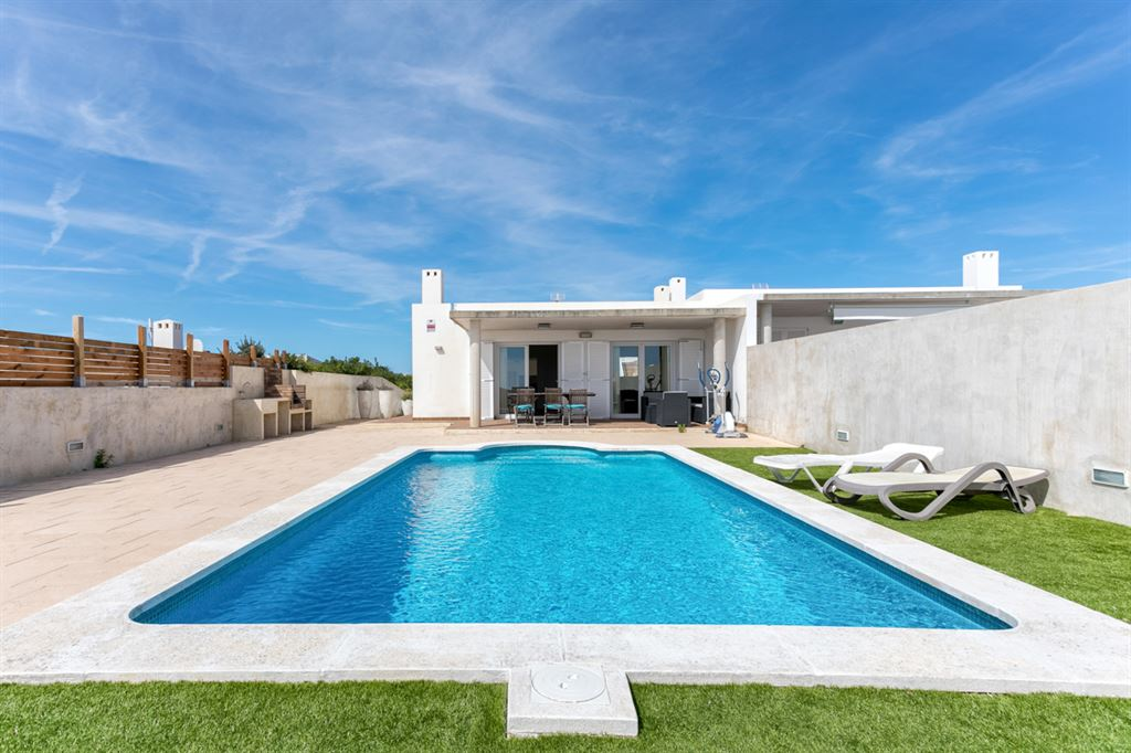 House for sale in privileged urbanizations of Menorca in Cala Lionga