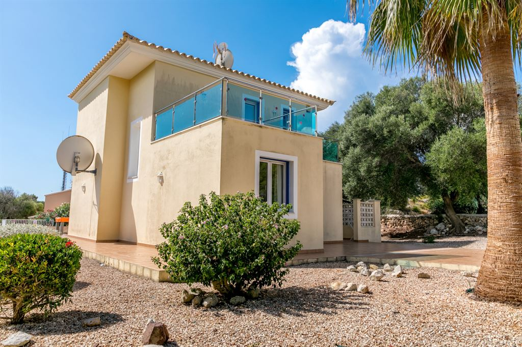 Beautiful villa for sale in the urbanization Son Bou in Menorca with the best views over the sea