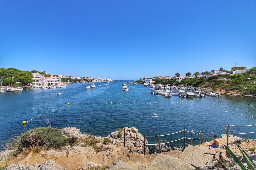Villa for sale in Menorca with large pool and spectacular views of Port Addaya harbor