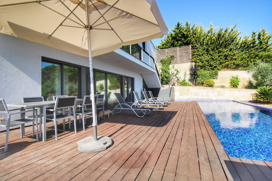 Property for sale in Menorca with high standard built in Cala Llonga