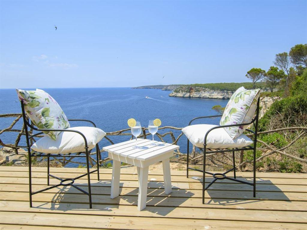 Villa with personality in Menorca for sale in Cala Galdana