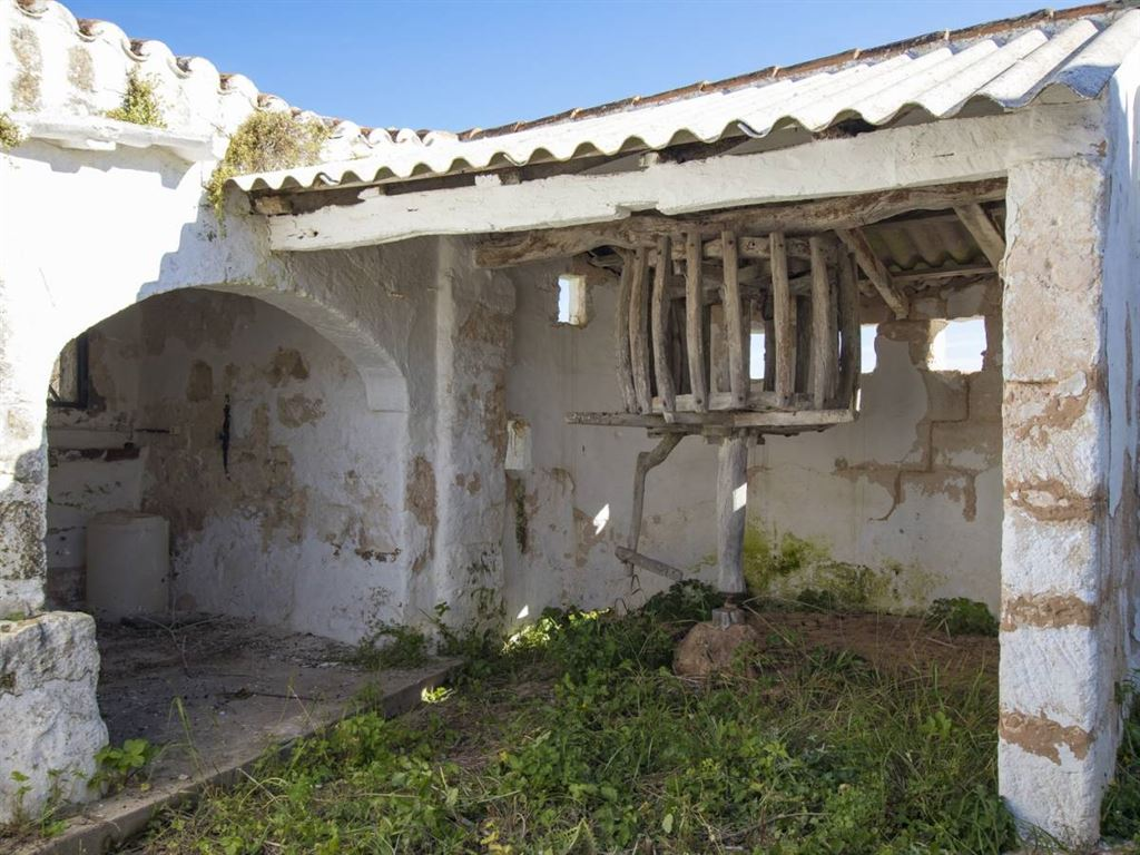 Beautiful rustic country house for sale with over 80 ha of land in Menorca - San Clemente