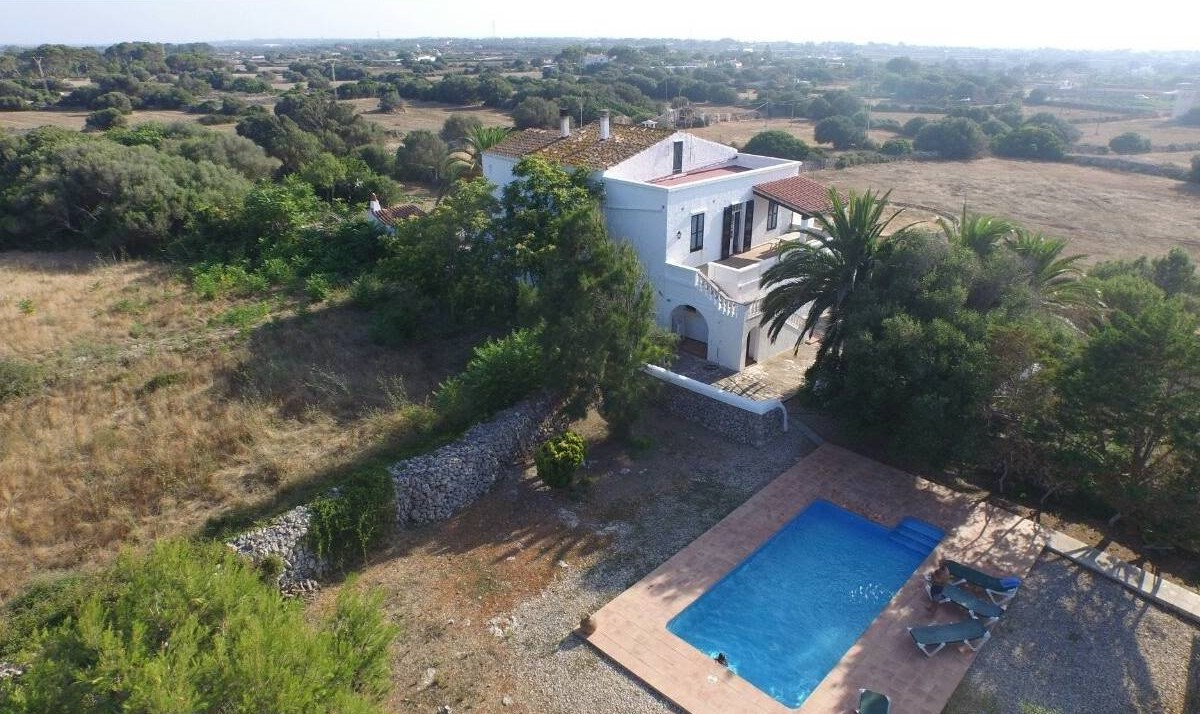Large house with 450 sqm of living space near Ciutadella for sale