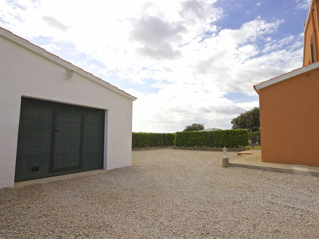 Villa with 4 bedrooms and 28,000 sqm of land for sale Ideal for horse owners