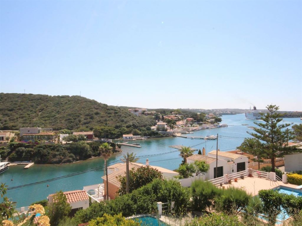 Villa with 200 sqm of living space in a privileged location of Cala Rata for sale