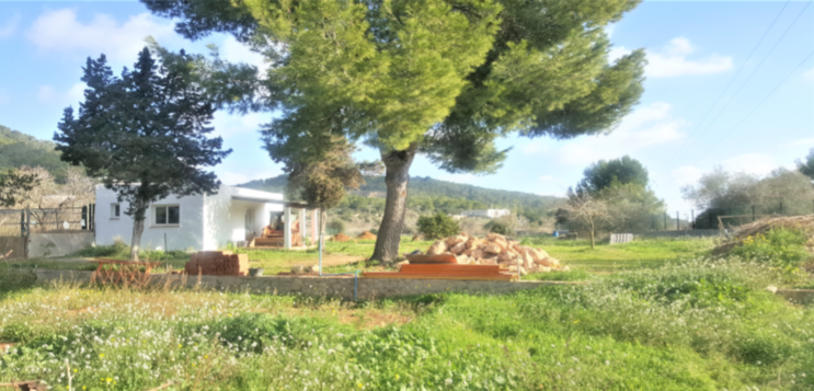 Urban land of 2600m2 with a house of built 47m2