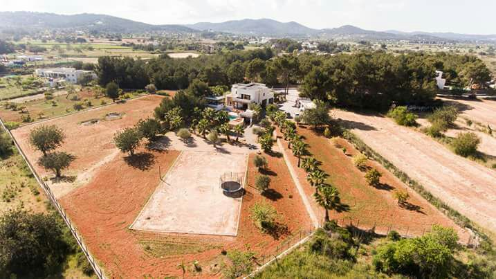 Noble property in the country surrounded by a beautiful scenery