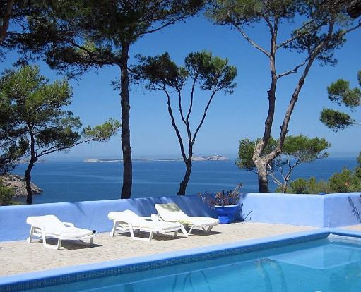 Frontline Villa just 5 minutes to the beach with crystal clear water
