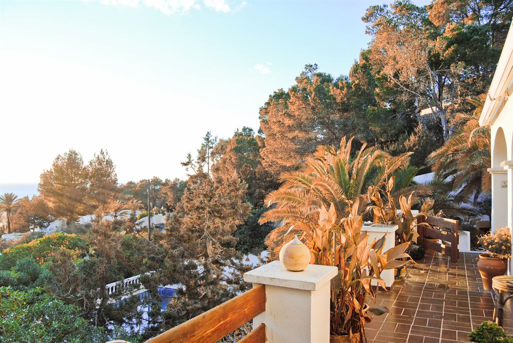 Delightful chalet with a spectacular sunset view in Cala Tarida