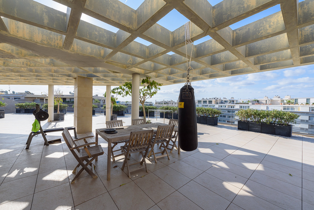 Luxury penthouse with 500m2 terrace for sale with 3 bedrooms