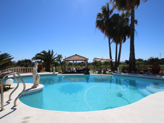 Spacious 5 bedroom villa for sale near to Ibiza with nice views