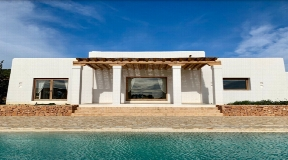 Blakstad finca in Santa Gertrudis with large pool