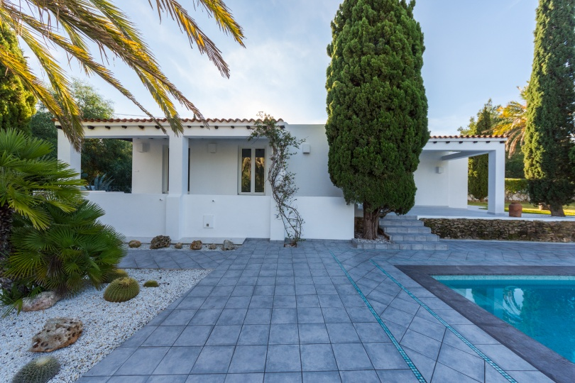 Delightful villa located on the West coast for sale