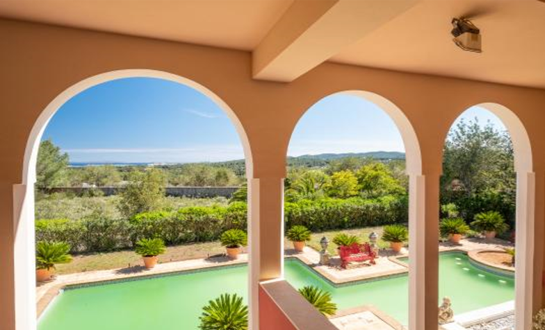 Villa located in the spectacular countryside in Santa Gertrudis with nice views