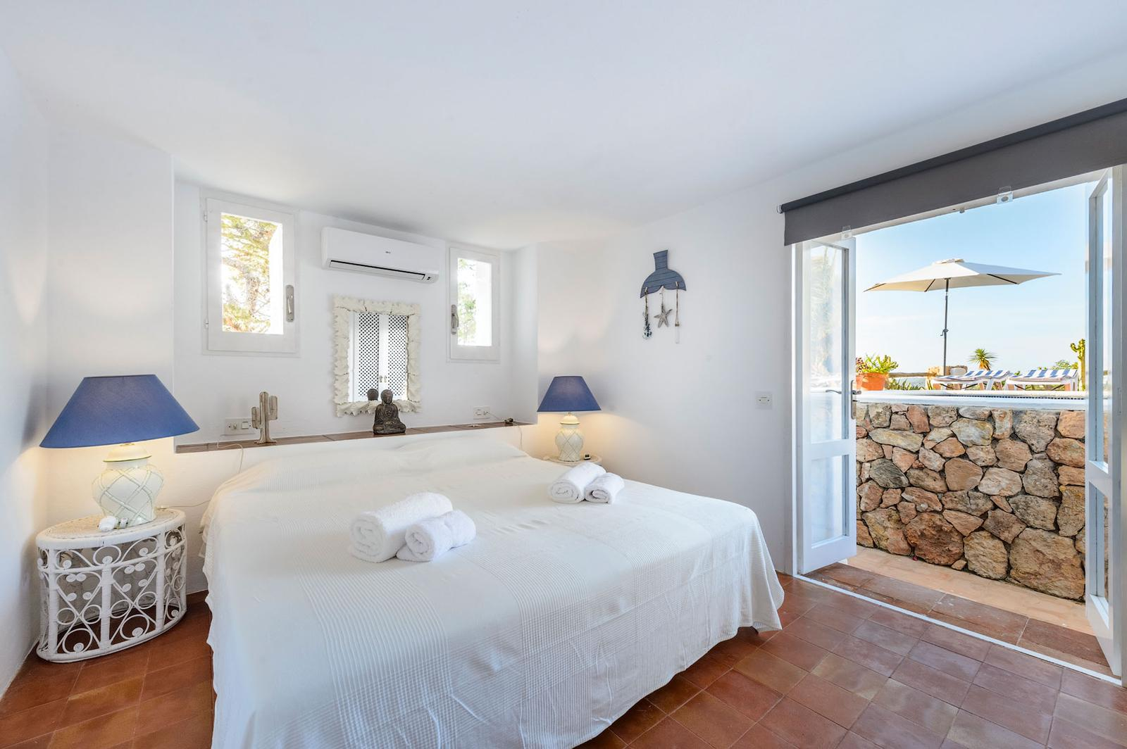 Newly reformed frontline villa with sunset views to the sea