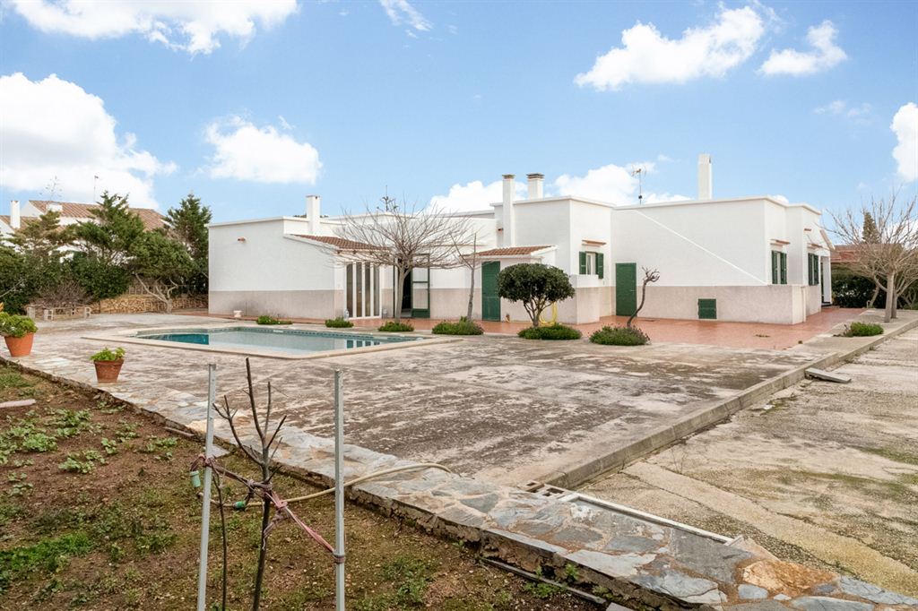 Superb villa for sale near to Cales Piques