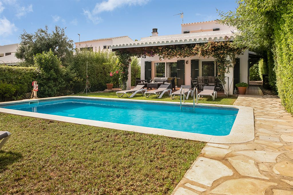 Attractive villa for sale with renting license