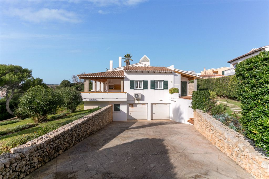 Nice and huge villa near Arenal d'en Castell with sea access