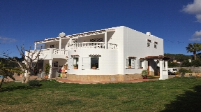 House in Santa Eularia with 345m2 built and 3.000m2 land