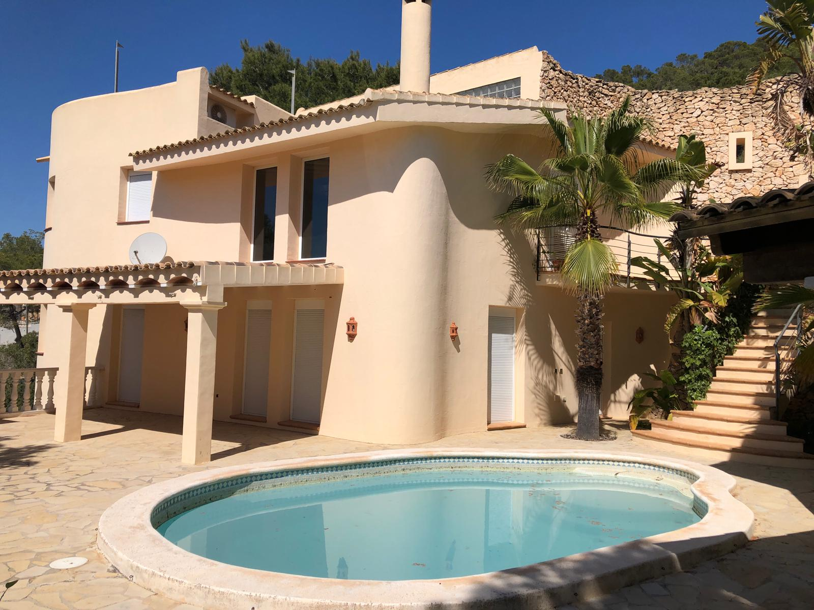 Large villa with 2 separate houses and guest apartment  in a quiet area