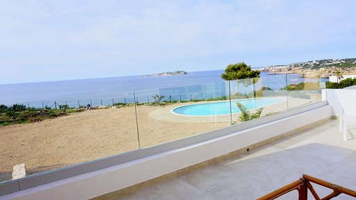 House in first line to the sea in Cala Tarida