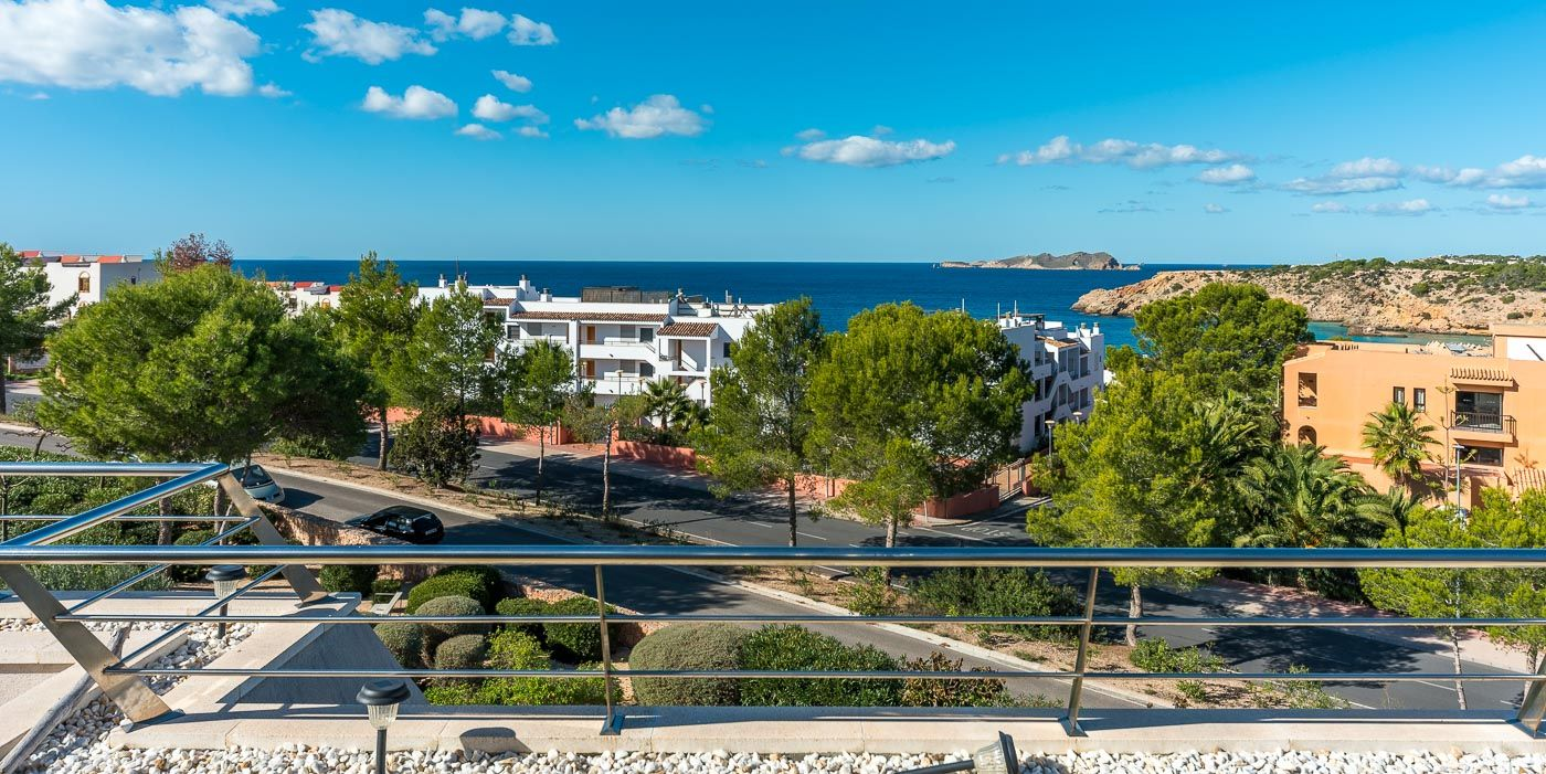 Penthouse with fantastic sea views and walking distance in Cala Tarida
