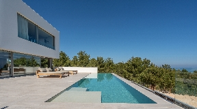 Magnificent new villa of 606 m2 5 minutes walk from the beach of Portinaxt