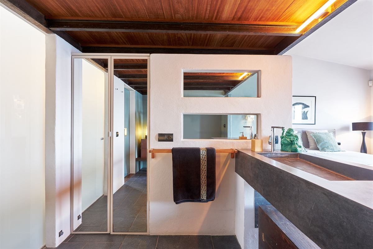 First line house with restaurant and duplex apartment in the marina of Ibiza