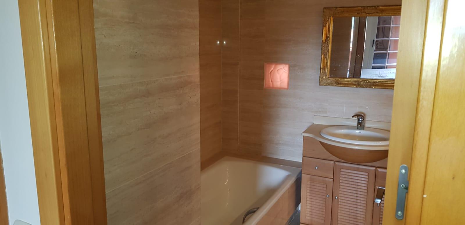 Apartment with 2 bedrooms with 2 bathrooms en suite in Roca Llisa