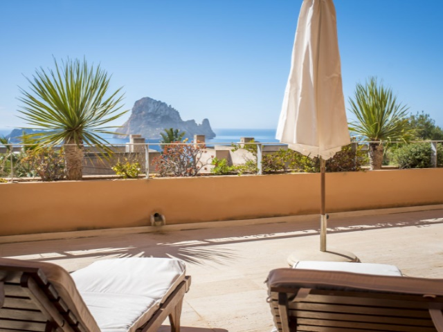 Spacious apartment with amazing views located in the Cala Carbó