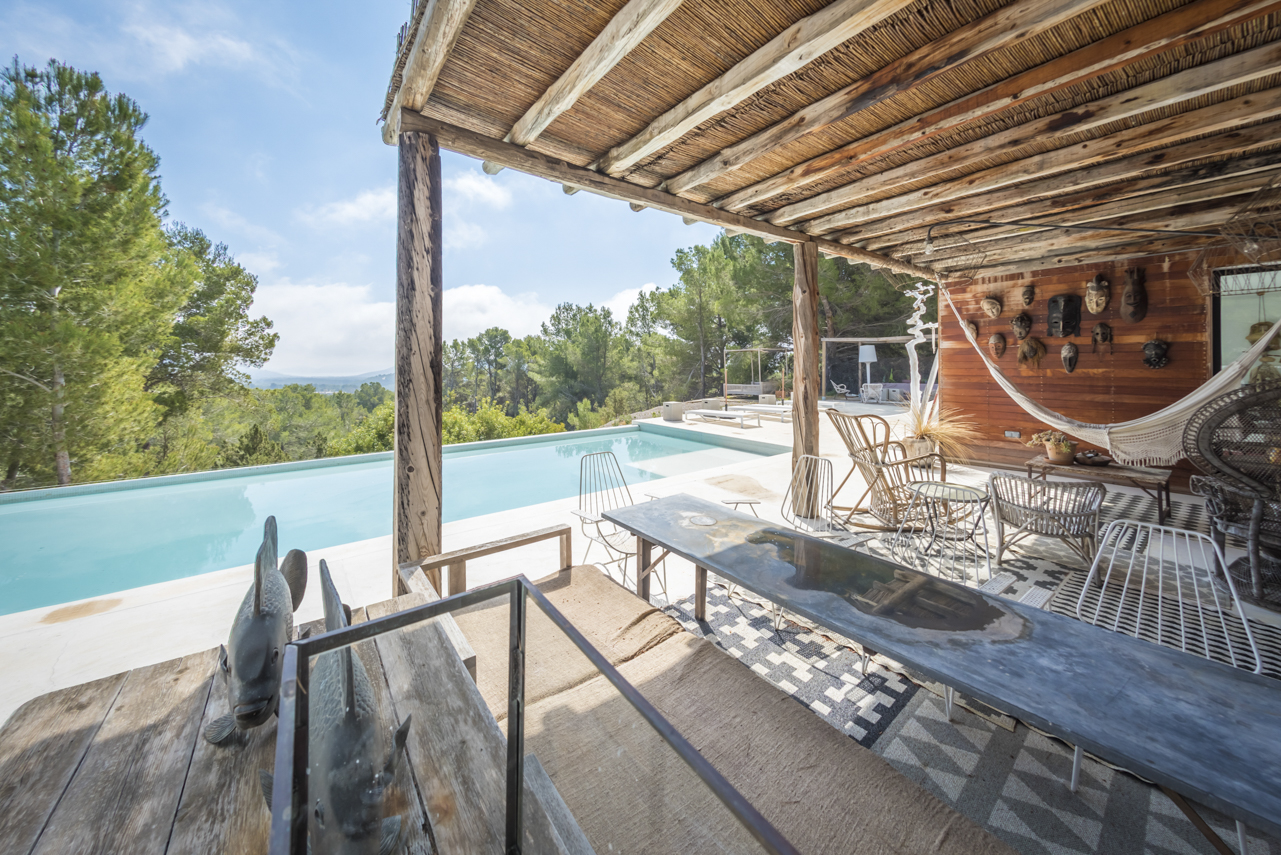 Tastefully renovated villa in quiet location in Es Cubells with fabulous sea views up to Formentera
