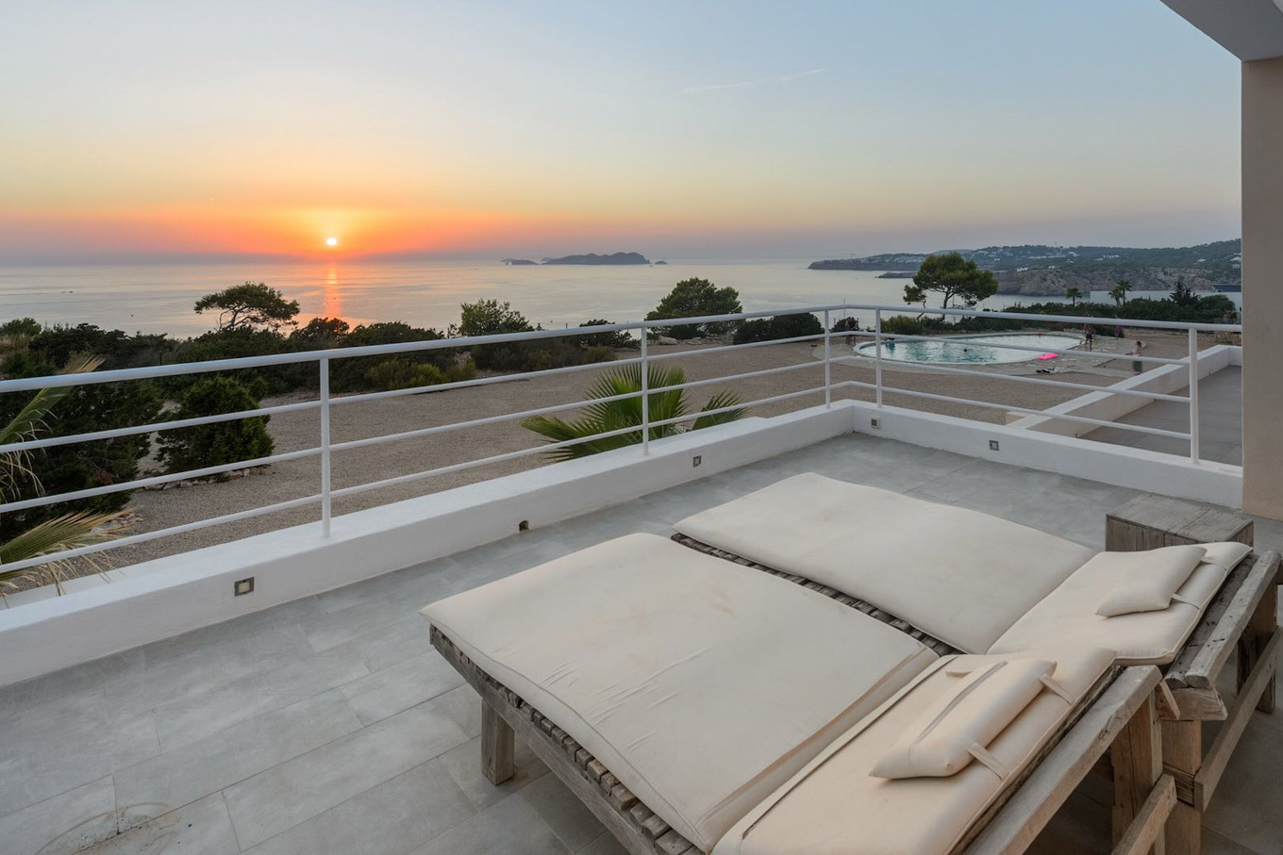 New reformed House in first line with sea views and sunset
