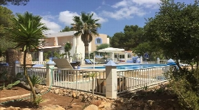 House with large garden and pool area in Es Porroig for sale