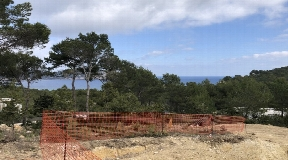 1800 m2 plot with license located in the beautiful north of the island