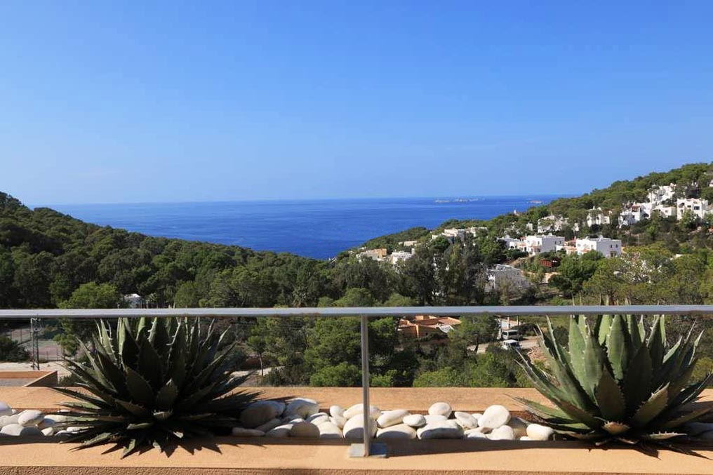 Beautiful duplex apartment with large terraceand nice views on the west coast
