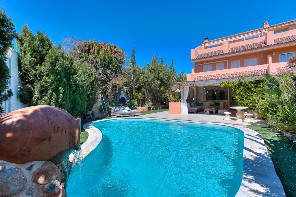 Nice house for sale in Sa Carroca wit a lovely garden and a private pool