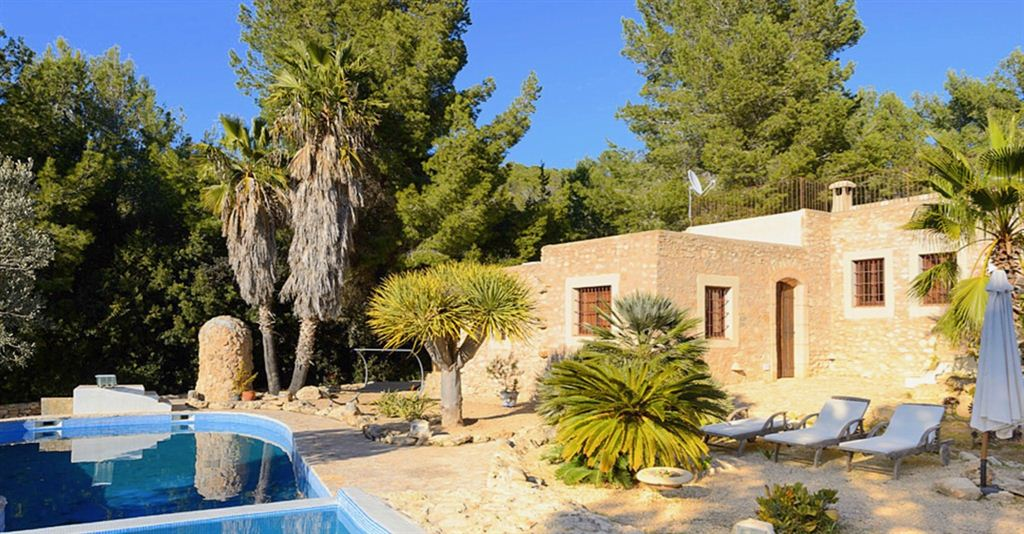 Fantastic finca is completely and beautifully renovated with sea views