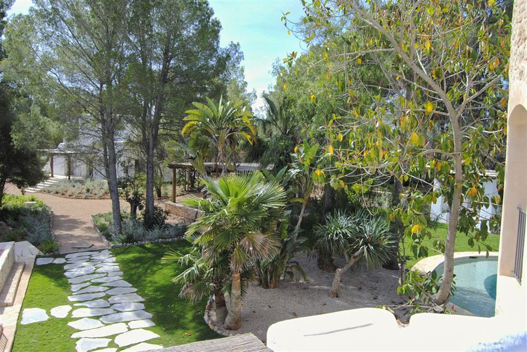 Brand new built Blakstad finca for sale with beautiful guesthouse in pure nature