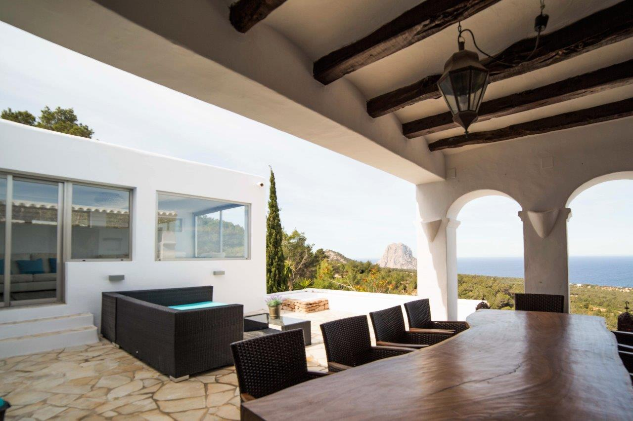Modern chalet with panoramic sea views to Es Vedra and touristic rental license