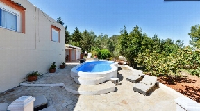 Amazing villa with pool and garden in Cala conta for sale