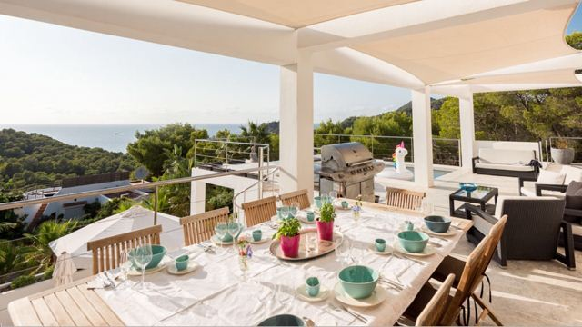 Nice sea facing villa in Cala Salada for sale