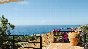 Villa for sale with fantastic sea views in Roca Lisa